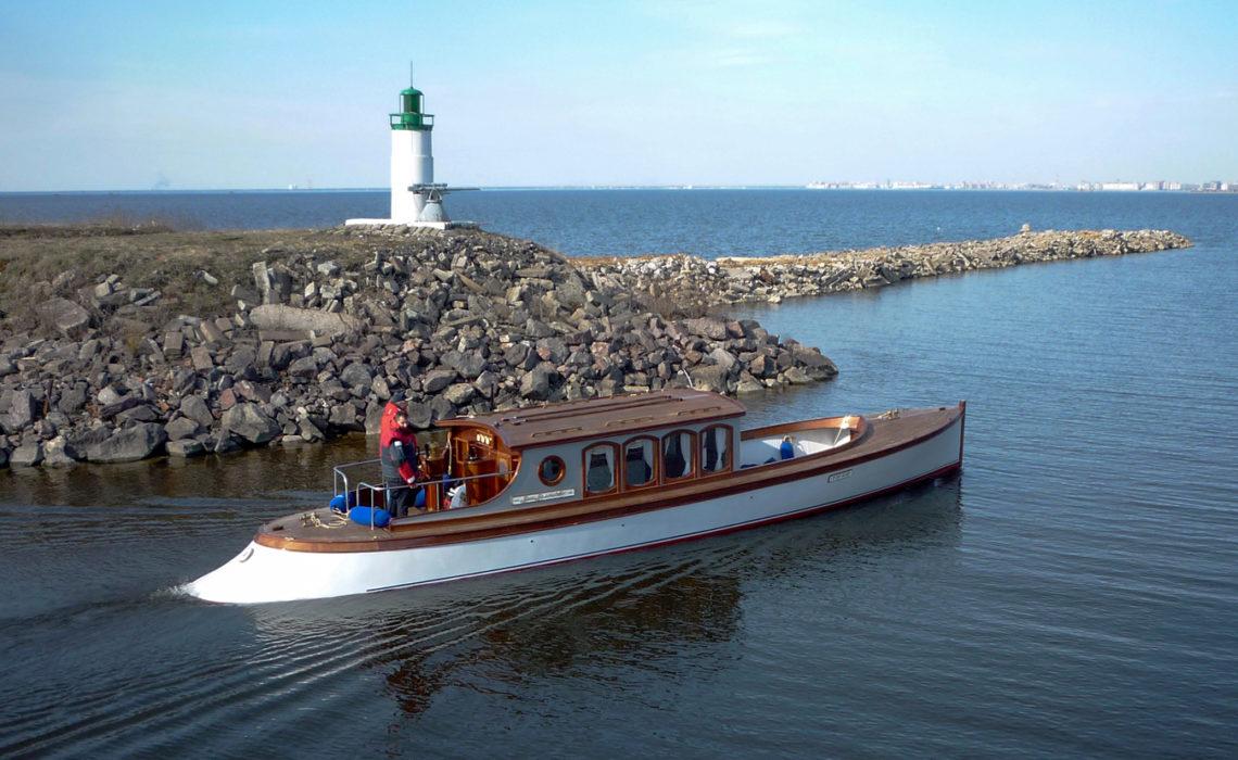 """Прогулочная яхта """"Ваше Величество"""""""