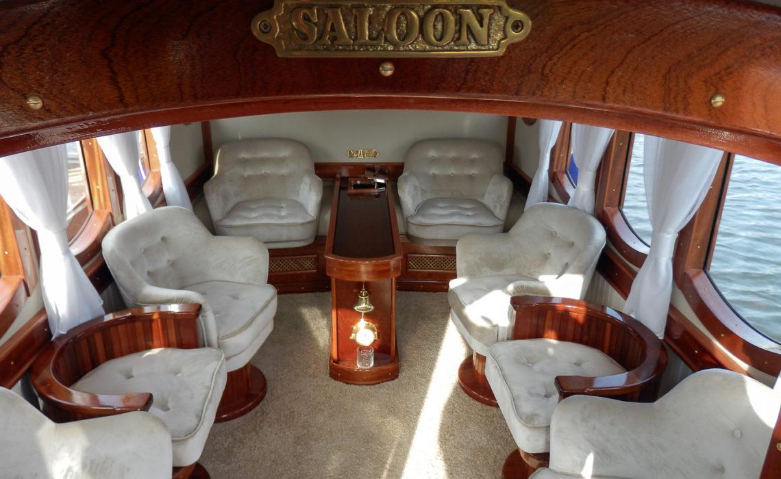 """Роскошный салон прогулочной яхты """"Ваше Величество"""""""