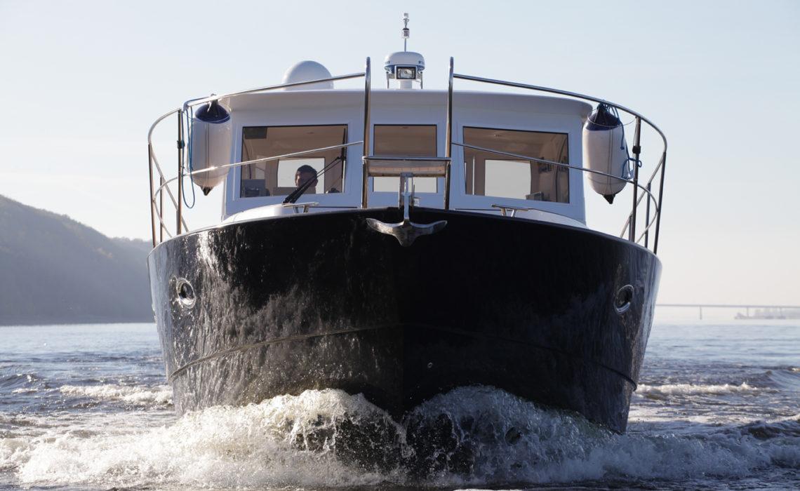 Круизная яхта Slider 42 на Волге
