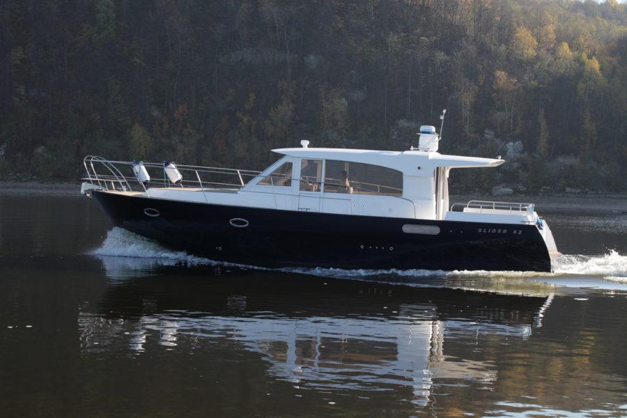Круизная яхта Slider 42 на ходу