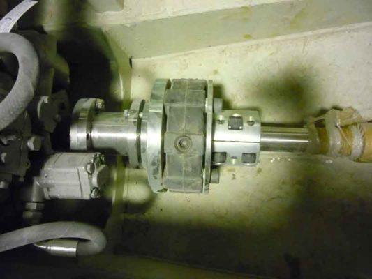 Соединение валолинии и двигателя через упругую муфту