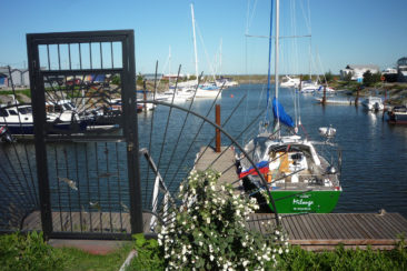 Общий вид яхты Milonga (Forna 37) у причала