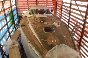Отделочные работы на палубе парусной яхты