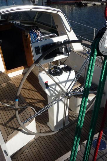 Штурвальная колонка яхты Milonga