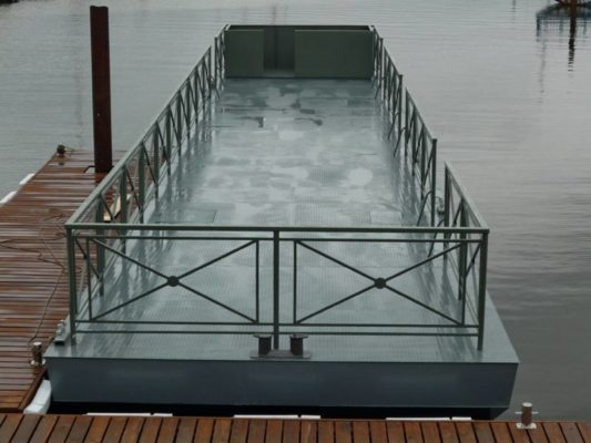 Причал предназначен для швартовки экскурсионных судов