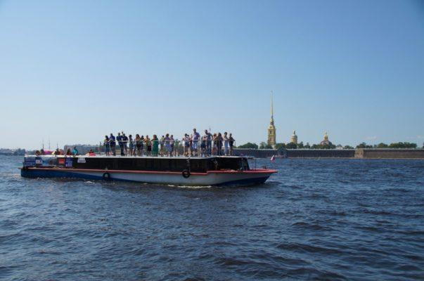 """Судно проекта """"Гранд Фонтанка"""" на Неве"""