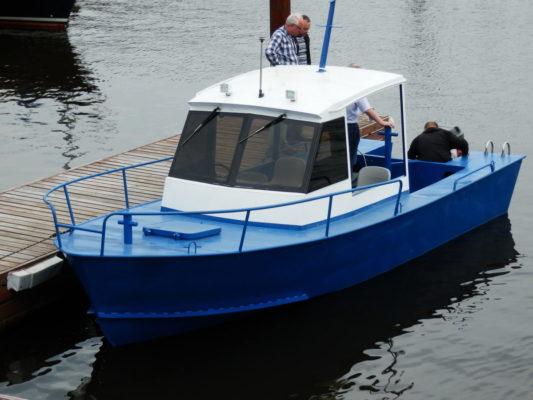 Лодка Iron Boat 700 у причала