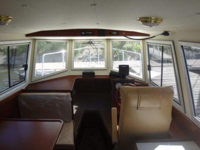 Просторная рубка катера Iron Boat 740