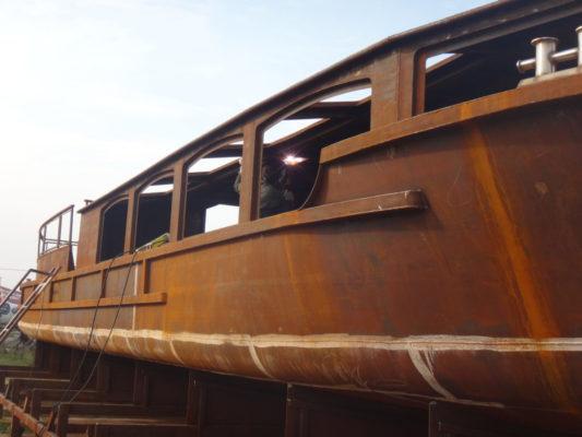 Корпус экскурсионного судна проекта 82880 на стапеле