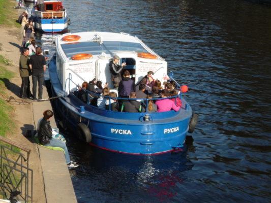 Руска принимает на борт пассажиров