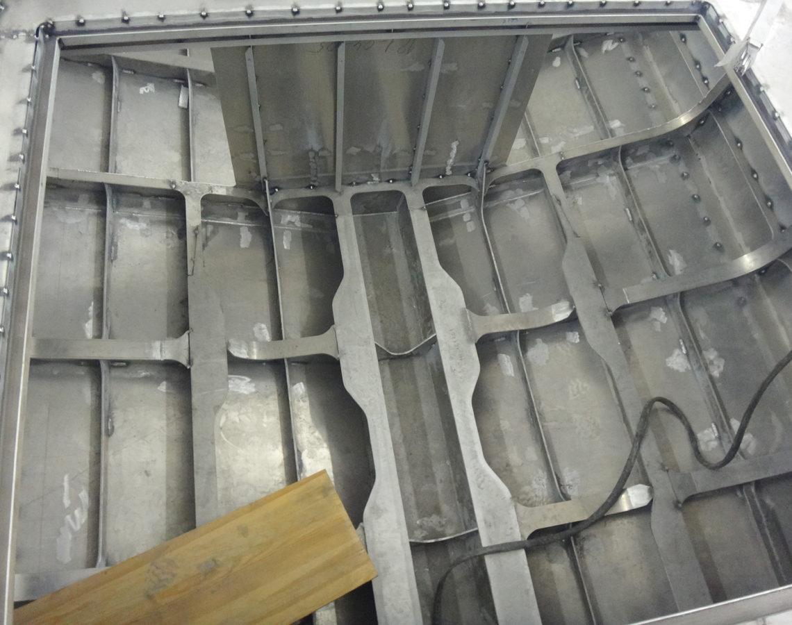 Конструкция машинного отделения под установку двух двигателей