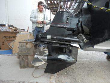 В машинном отделении катера установлены два дизеля Lambordini LDW 245 JMT PP с угловыми колонками