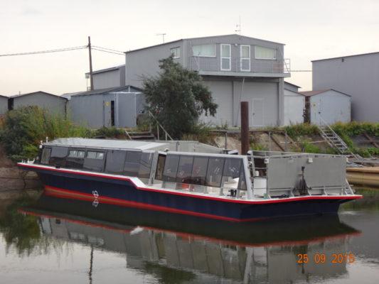 Экскурсионное пассажирское судно типа Мойка - вид сзади