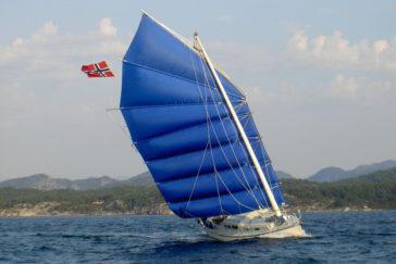 Яхта с парусным вооружением китайской джонки