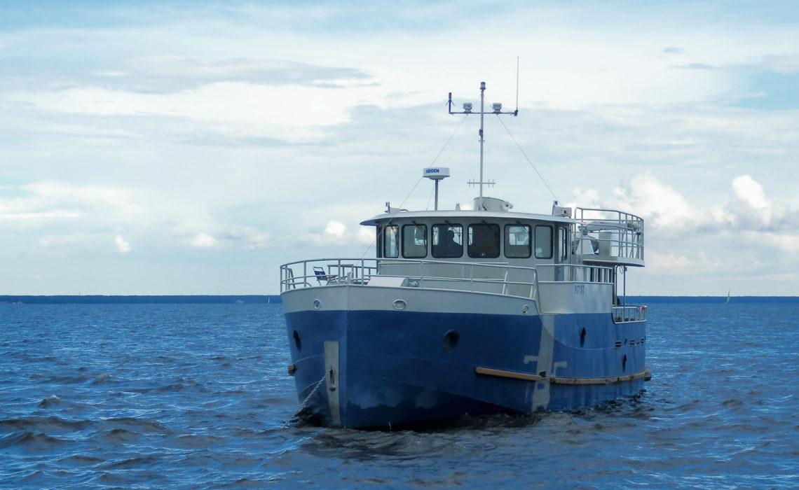 """Яхта-coaster """"ЮГС"""" во время выхода в Финском заливе"""