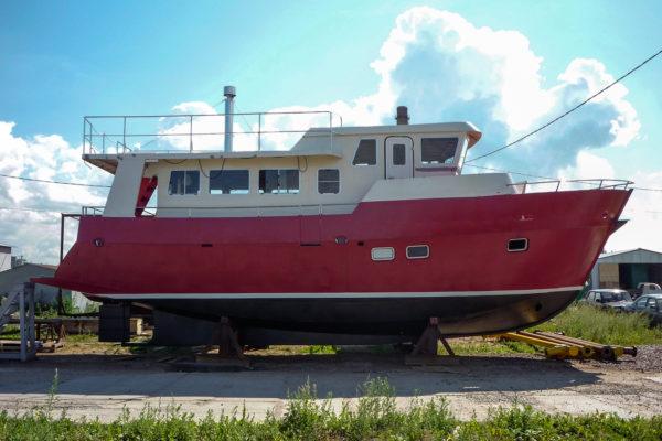Мощный корпус яхты-траулера проекта TY-43 создан для морских путешествий