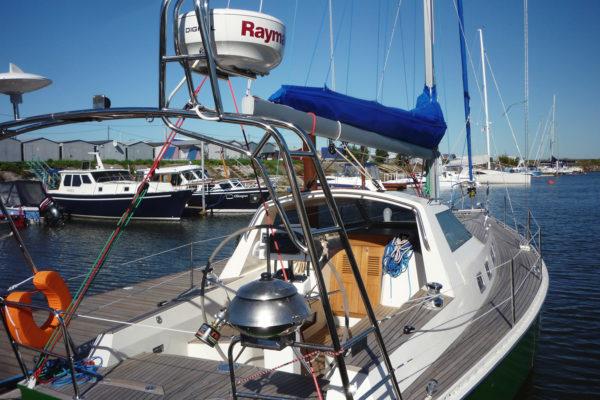 Удобный кокпит яхты Milonga (Forna 37)