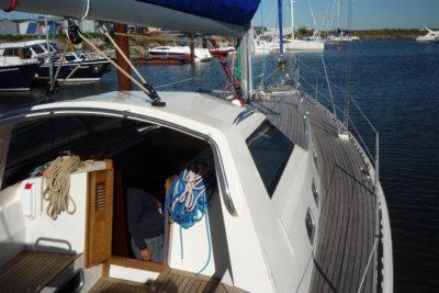 Яхта обладает уверенным ходом в любую погоду