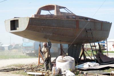 Пескоструйная обработка стального корпуса яхты