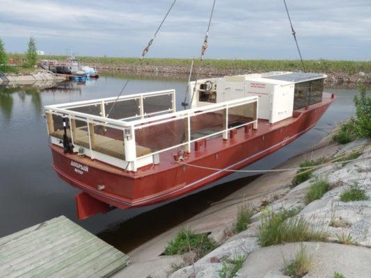 """Спуск на воду экскурсионного судна """"Добрый ветер"""""""