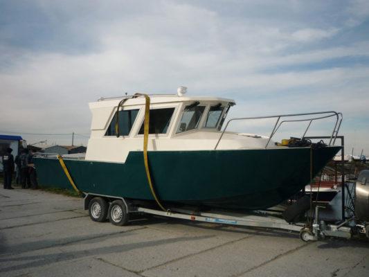 Iron Boat 740 на прицепе