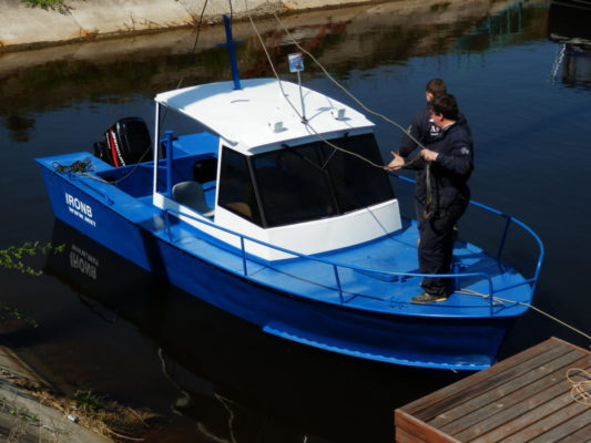 Спущенная на воду Iron Boat 700