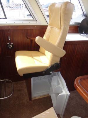 На катере Iron Boat 740 предусмотрен холодильник