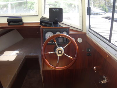 Пост управления катером Iron Boat 740