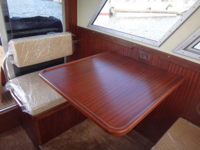 Стол в салоне катера Iron Boat 740