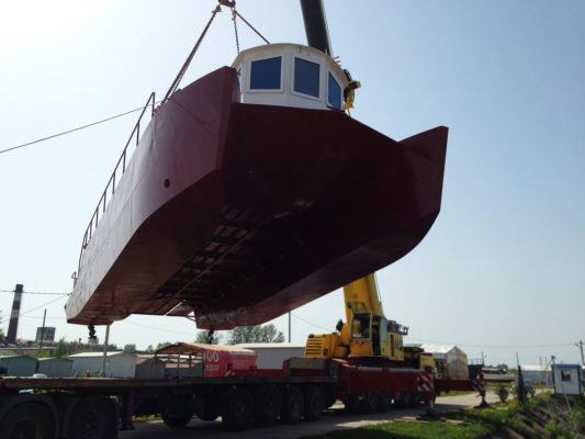 Спуск судна-лаборатории CatRUN 1500