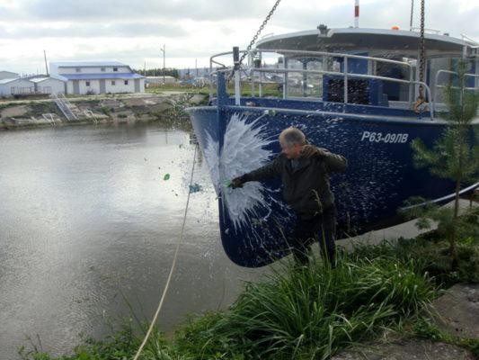 Спуск зкскурсионного пассажирского судна Руска