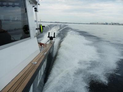 Алюминиевый катер Sea Pride 850 оборудован для троллинговой рыбалки