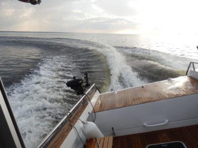 Кильватерная струя катера Sea Pride 850