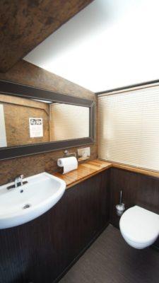 Туалетная комната в экскурсионном судне Гранд Фонтанка